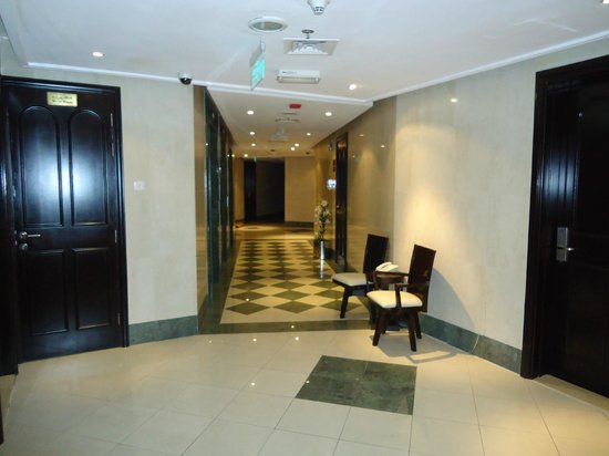 Emirates Stars Hotel Apartments Apartment Corridor