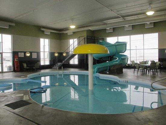 Best Western Plus Winnipeg West: Indoor Pool with Waterslide