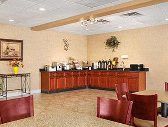 Days Inn Albany Airport: Breakfast Area
