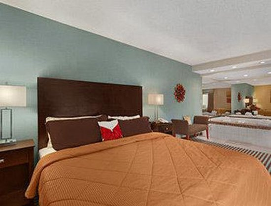 Days Inn Albany Airport: Jacuzzi Suite
