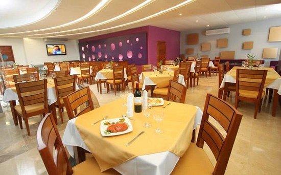 Hotel Atrium Plaza: Restaurant