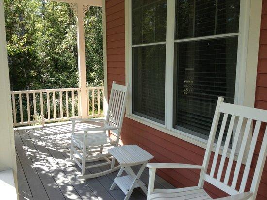 Hidden Pond: Front Porch