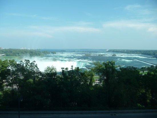 Niagara Falls Marriott Fallsview Hotel & Spa: View of Horseshoe Falls from 6th floor room