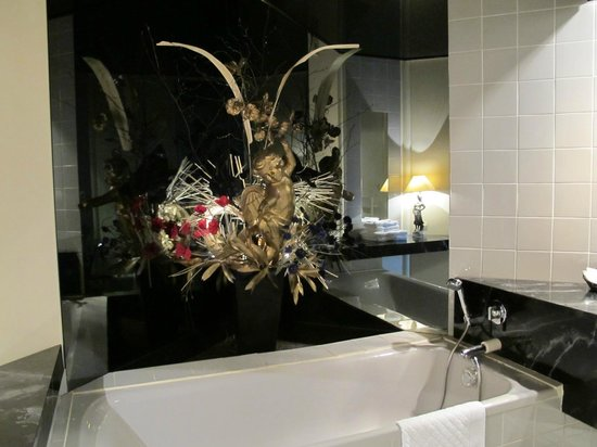 Hotel Crispol : Cupidon vous surveille !