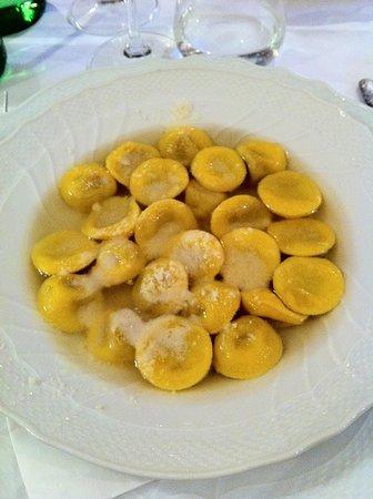 Trattoria Sorelle Picchi: Cappelletti in brodo ... Una delizia da assaggiare
