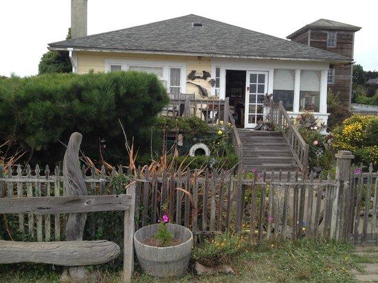 Mendocino Coast: New England style homes