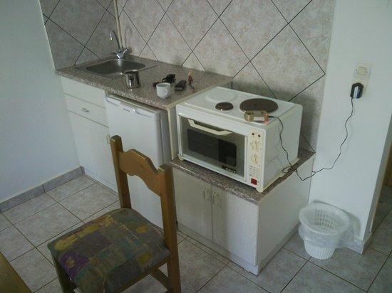 Balos Beach : мини кухня в номере