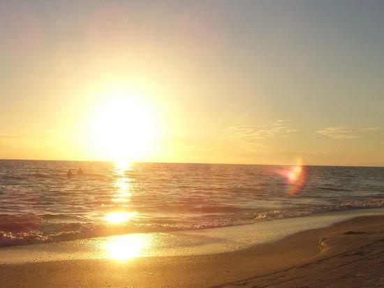 Bilmar Beach Resort: sunset over the ocean