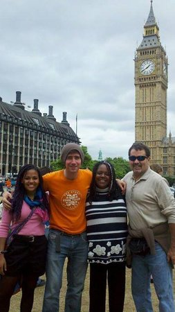 Undiscovered London : Our wonderful guide, Parris, introduces us to Big Ben !