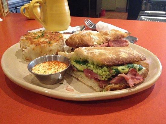Snooze an A.M. Eatery: Green eggs & hamwich