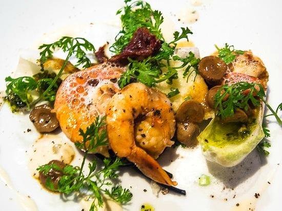 La Table de Tee: Tiger prawn salad