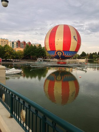 Air balloon, Lake Disney / Disney Village