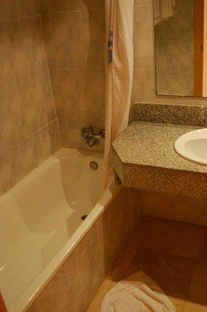 FERGUS Capi Playa: bathroom