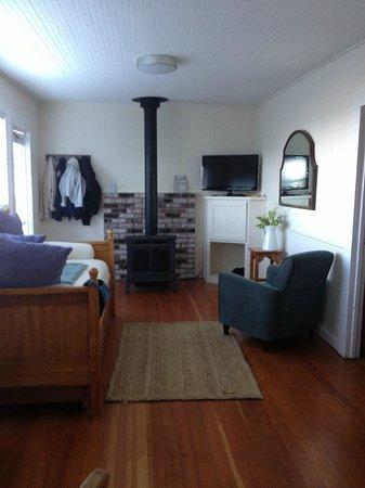 Inn at Schoolhouse Creek : Living area, door at left