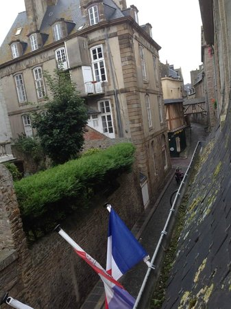 Quic en Groigne: Street view from our window