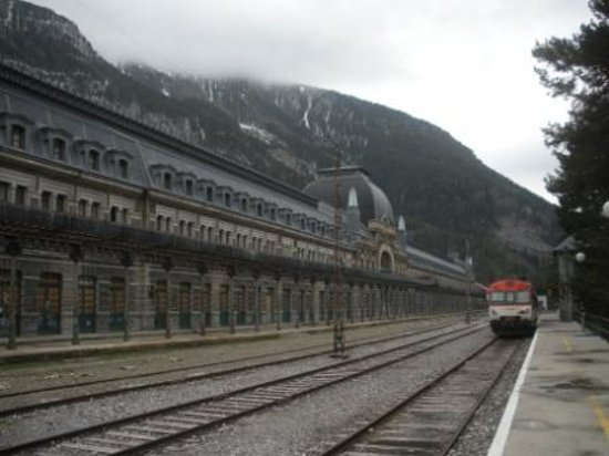 Estacion Internacional de Canfranc : カンフラン駅