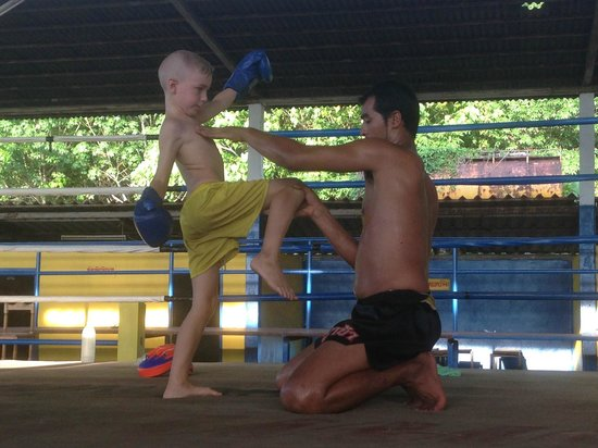 Ying yai muay thai : learning at an early age