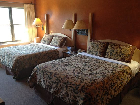 Sun Mountain Lodge: Two Queen Room