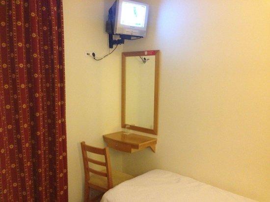 Hotel Italia: a single room
