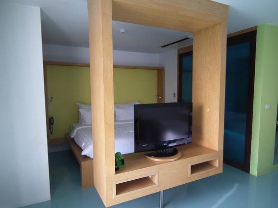 New Dara Boutique Hotel & Residence : à droite la porte coulissante donne accès au vestibule puis à la salle de bain