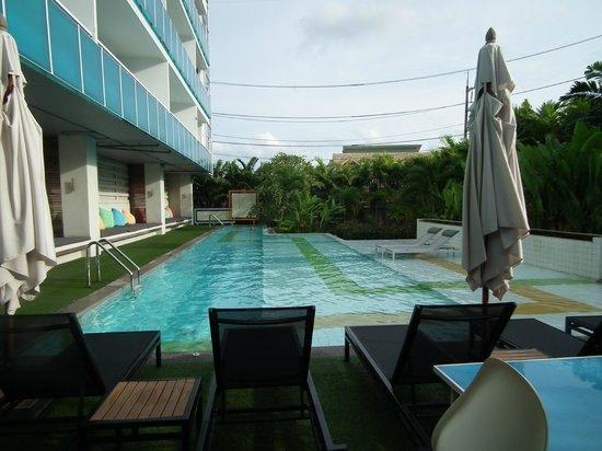 New Dara Boutique Hotel & Residence : La piscine avec 3 niveaux d'eau