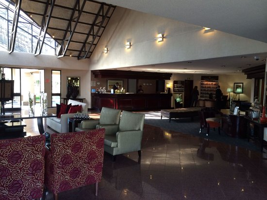 Protea Hotel by Marriott Midrand : The Lobby Area