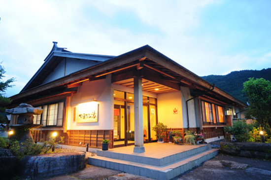 Yamaka no Yu : 木曽らしく、木をふんだんに使った建物です。
