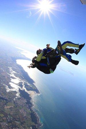 Vendee Evasion Parachutisme : Saut au dessus de la plage du Veillon !