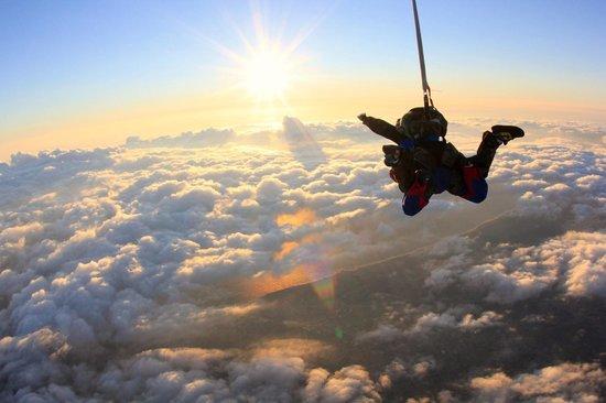 Vendee Evasion Parachutisme : Un saut au coucher du soleil !