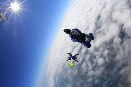 Vendee Evasion Parachutisme : Souvenir vidéo assuré par le vidéoman !