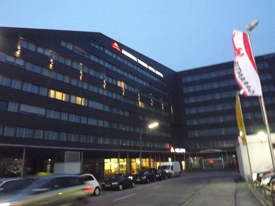 Austria Trend Hotel Doppio Wien: Вид отеля.