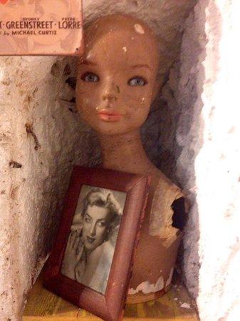 Cantiere in Progress: Una bambola in una nicchia
