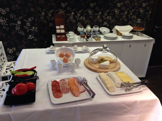 Chambers'n Charm Boutique Hotel: Breakfast