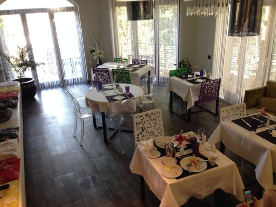 Chambers'n Charm Boutique Hotel: Breakfast room