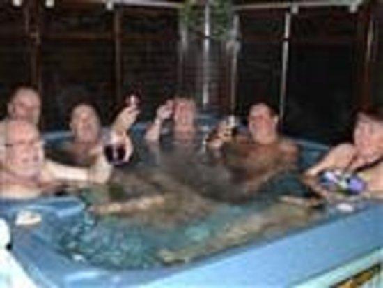 Little Lodge: Luxury hot tub