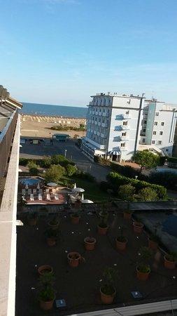 Hotel Garden Sea Caorle: Der Blick von der Junior Suite 405 Richtung Strand