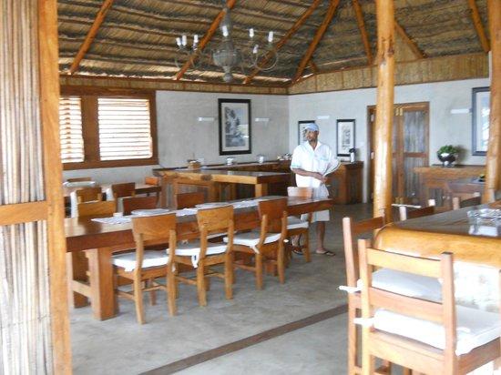 Rio Azul Lodge: Convivial dining