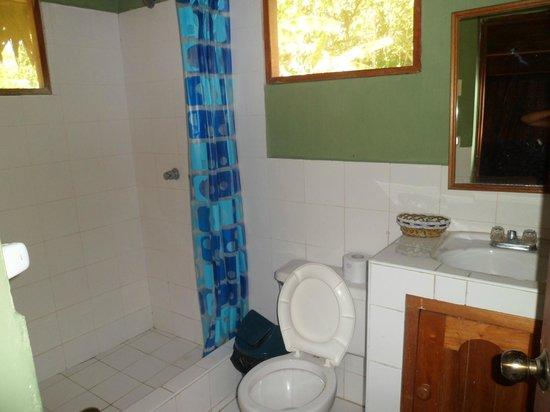 Amazon Rainforest Lodge: Baño de la habitacion