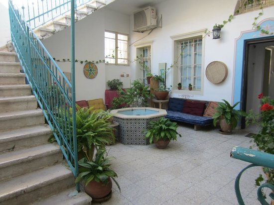 Al-Mutran Guest House : Inner courtyard with fountain
