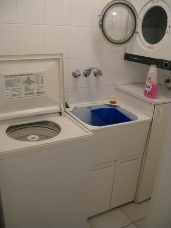 Koala Court Holiday Apartments : The wash-room