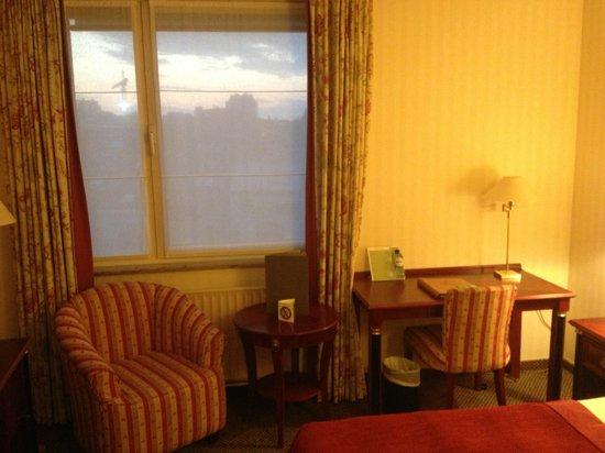 Martin's Brussels EU: La fenêtre, fermée, mais cassée si on l'ouvrait.