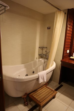Royal Angkor Resort & Spa: Beautiful Bath
