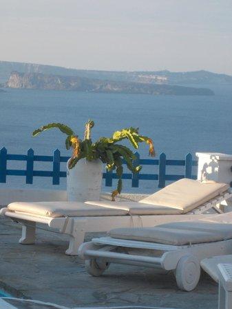 Hotel Atlantida Villas: View from the pool area at Atlantida Villas
