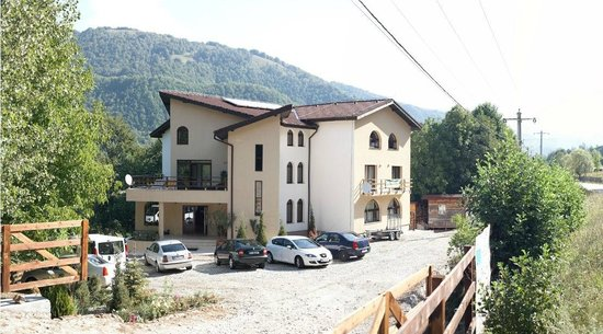 Casa Lacului: View from the street