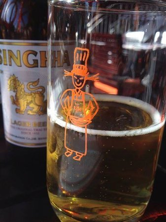 Pum Thai Restaurant: Enjoying a beer at Pum