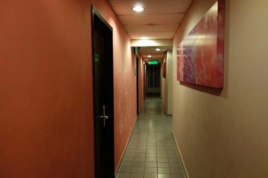 Hotel Hanya Satu: The hallway