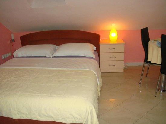 Apartments Lenni: nice big bed