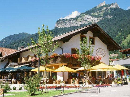 Hotel Klingler: Außenansicht Café-Restaurant Klingler im Sommer