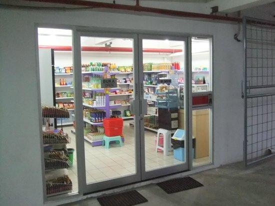 Incroyable Hotel Airport Jakarta: Mini Mart At Basement