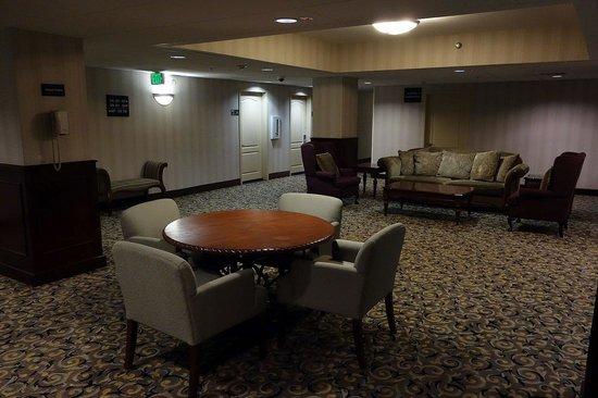 Hampton Inn & Suites Los Angeles/Sherman Oaks: Lift lobby 2.